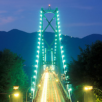 Canada, British Columbia, Vancouver, Blurred traffic lights at twilight over Lions Gate Bridge