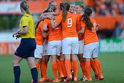 20-05-2015 NED: Nederland - Estland vrouwen, Rotterdam<br /> Oefeninterland Nederlands vrouwenelftal tegen Estland. Dit is een 'uitzwaaiwedstrijd'; het is de laatste wedstrijd die de Nederlandse vrouwen spelen in Nederland, voorafgaand aan het WK damesvoetbal 2015 / Jill Roord #10 scoort de 1-0