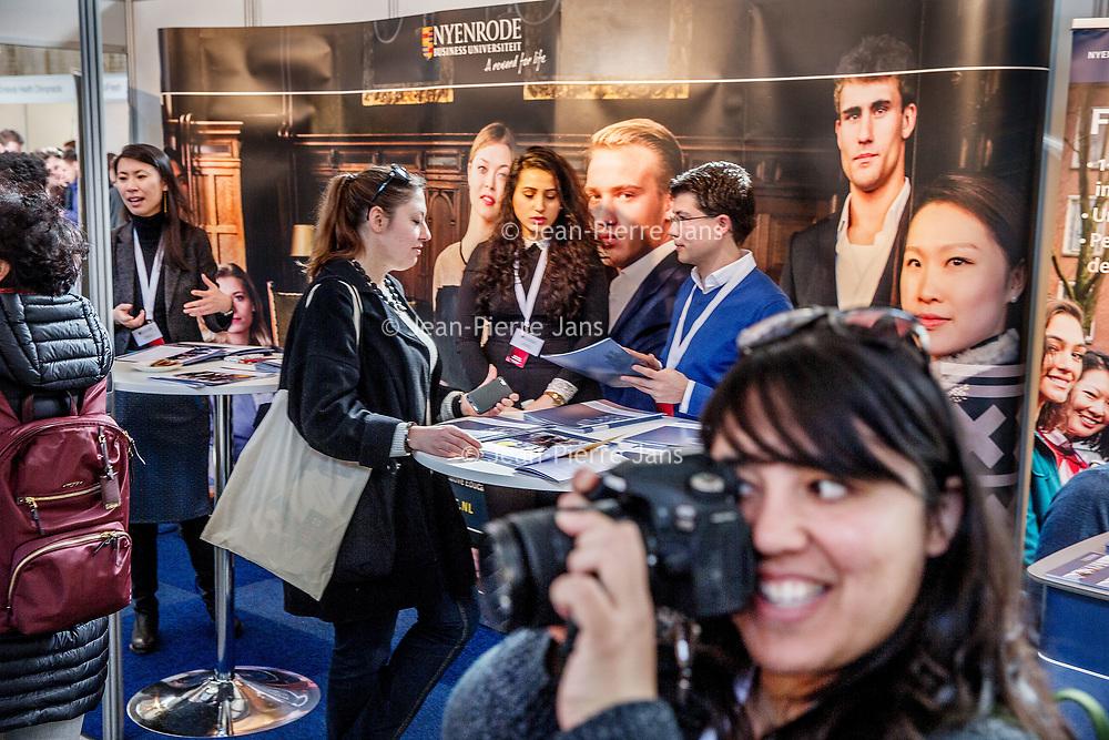 Nederland, Amsterdam, 25 maart 2017.<br /> IamExpat Fair in de Westergasfabriek.<br /> De IamExpat Fair is een gratis evenement dat zich richt op alles wat expats nodig hebben om hun leven in Nederland te optimaliseren.<br /> De ontmoetingsplaats voor expats en lokale bedrijven <br /> De IamExpat Fair is ontwikkeld om internationals in Nederland te ondersteunen, en om hen in contact te brengen met lokale bedrijven en diensten. <br /> Internationals die dit baanbrekende evenement bezoeken vinden alles wat zij nodig hebben op één plaats, en op één dag. Bedrijven en organisaties met betrekking tot alles van carrière, wonen, onderwijs en expat services, tot familie, gezondheid en vrije tijd - je vindt het op de IamExpat Fair! <br /> <br /> Dit gratis evenement vindt plaats van 10 uur 's ochtends tot 5 uur 's middags in Zuiveringshal West in de Westergasfabriek. Tientallen bedrijven en organisaties zullen er staan met stands om informatie te bieden, en gedurende de hele dag vinden er gratis workshops en presentaties plaats in Het Ketelhuis, de North Sea Jazz Club en de Werkkamer. <br /> <br /> The Netherlands, Amsterdam, 25th march 2017 <br /> The IamExpat Fair is an international one-day event designed to connect and support the expat community in the Netherlands. Join the fair to:<br /> - Find all the services and businesses you need in a single location.<br /> - Learn how to navigate life in the Netherlands at free workshops and presentations.<br /> - Connect with other expats, organisations and the international community.<br /> <br /> Foto: Jean-Pierre Jans