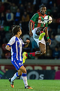 Portugal, FUNCHAL : Porto's Spanish midfielder Óliver (L)  vies with Maritimo's Nigerian forward Maazou (R ) during Portuguese League football match Maritimo vs F.C. Porto at Barreiros Stadium in Funchal on January  25, 2015. PHOTO/ GREGORIO CUNHA