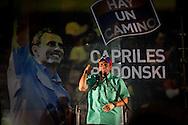 El candidato opositor, Henrique Capriles Radonski habla a sus simpatizantes luego de obtener la victoria en las elecciones primarias realizadas en Caracas, Venezuela, 12 Feb. 2012. Henrique Capriles se medirá con Hugo Chávez el 7 de octubre en las elecciones presidenciales. (Foto/ivan gonzalez)
