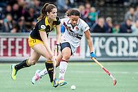 AMSTERDAM - Amsterdam - Den Bosch , Wagener Stadion , Hockey , Play-off hoofdklasse hockey , 03-05-2015 , Den Bosch speelster Marloes Keetels (l) in duel met Amsterdam speelster Leiah Brigitha (r)