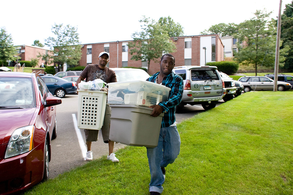 Post University move-in day for freshmen students Sunday Sept. 6, 2009 . .©2009 Robert Falcetti Studio