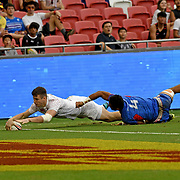 England's Charlton Kerr scores the game's final try, out stretching Samoa's Va'a Apelu Maliko, sealing Englands 12-5 victory over Manu Samoa at the Singapore 7's Day 2, Singapore National Stadium, Singapore, Singapore.  Photo by Barry Markowitz, 4/29/18, 2:30pm