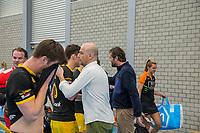 ROTTERDAM -  coach Eric Verboom (Den Bosch) , heren Den Bosch-HIC,   ,hoofdklasse competitie  zaalhockey.  links Laz Omrani (Den Bosch)  COPYRIGHT  KOEN SUYK