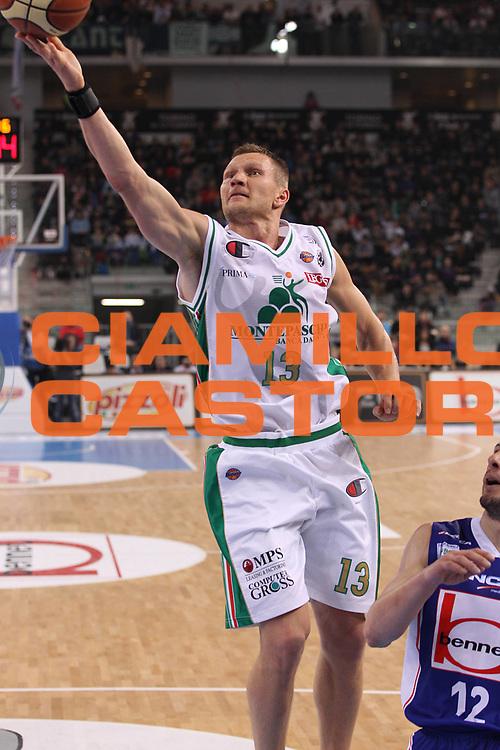 DESCRIZIONE : Torino Coppa Italia Final Eight 2011 Finale Montepaschi Siena Bennet Cantu<br /> GIOCATORE : Rimantas Kaukenas<br /> SQUADRA : Montepaschi Siena<br /> EVENTO : Agos Ducato Basket Coppa Italia Final Eight 2011<br /> GARA : Montepaschi Siena Bennet Cantu<br /> DATA : 13/02/2011<br /> CATEGORIA : tiro penetrazione<br /> SPORT : Pallacanestro<br /> AUTORE : Agenzia Ciamillo-Castoria/C.De Massis<br /> Galleria : Final Eight Coppa Italia 2011<br /> Fotonotizia : Torino Coppa Italia Final Eight 2011 Finale Montepaschi Siena Bennet Cantu<br /> Predefinita :