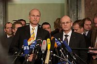 10 DEC 2003, BERLIN/GERMANY:<br /> Carl-Ludwig Thiele (L), MdB, FDP Stellv. Fraktionsvorsitzender, und Volker Kauder (R), CDU, 1. Parl. Geschaeftsfuehrer CDU/CSU BT-Fraktion, geben ein kurzes Pressestatement, waehrend der Sitzung des Vermittlungsausschusses, Bundesrat<br /> IMAGE: 20031210-01-074<br /> KEYWORDS: Mikrofon, microphone,