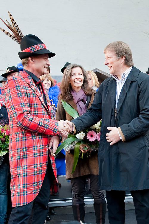 Faschingsbeginn in Bregenz; Moderation Roberto Kalin; Neues Prinzenpaar Christine und Thomas Hagspiel werden angelobt; Altes Prinzenpaar Prinz Ore LIV. Markus I. und Prinzessin Beate I. werden verabschiedet