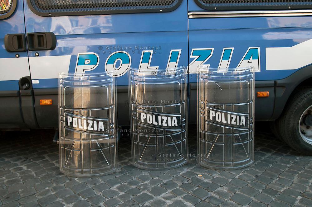 Roma 14 Settembre 2011.Un mezzo della Polizia con degli scudi appoggiati in attesa  della manifestazione contro la manovra finanziaria.