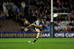 Nick Evans of Harlequins kicks for the posts - Photo mandatory by-line: Patrick Khachfe/JMP - Mobile: 07966 386802 17/10/2014 - SPORT - RUGBY UNION - London - Twickenham Stoop - Harlequins v Castres Olympique - European Rugby Champions Cup