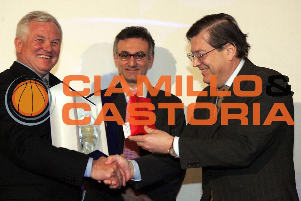 DESCRIZIONE : Quattro Castella Premio Reverberi 2005-06 <br />GIOCATORE : Caglieris Prandi<br />SQUADRA : <br />EVENTO : Premio Reverberi 2005-2006 <br />GARA : <br />DATA : 20/02/2006 <br />CATEGORIA : Premiazione <br />SPORT : Pallacanestro <br />AUTORE : Agenzia Ciamillo-Castoria/Fotostudio13