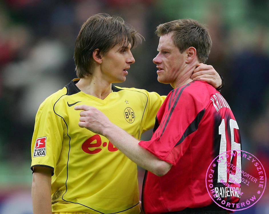 v.l. Ebi Smolarek, Jacek Krzynowek Leverkusen..Bundesliga Bayer 04 Leverkusen - Borussia Dortmund 0:1..LEVERKUSEN 09/04/2005..NA ZDJ. EBI SMOLAREK /DORTMUND L/ I JACEK KRZYNOWEK / LEVERKUSEN R/..FOT. WITTERS/WROFOTO