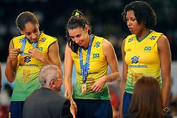 23-08-2009 VOLLEYBAL: WGP FINALS CEREMONY: TOKYO <br /> Brazilie met oa. Joyce Silva, Sheilla Castro en Regiane Bidias wint de World Grand Prix 2009<br /> ©2009-WWW.FOTOHOOGENDOORN.NL