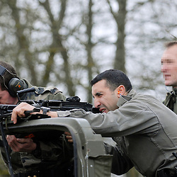 Stage TEASS (Techniques d'Escorte d'Autorité et de Sécurisation de Site) du GIGN FF SFNI à destination des gendarmes mobiles appelés à assurer la sécurité en ambassades. Session d'entraînement au tir.