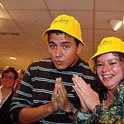 NLD/Volendam/20080301 - Signeersessie Jan Smit, met petje