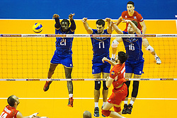 08.01.2016, Max Schmeling Halle, Berlin, GER, CEV Olympia Qualifikation, Frankreich vs Bulgarien, im Bild Erflgreicher Block Mory?Sidibe (#21, Frankreich/France), Franck?Lafitte (#17, Frankreich/France) und Nicolas?Marechal (#16, Frankreich/France) // during 2016 CEV Volleyball European Olympic Qualification Match between France and Bulgaria at the  Max Schmeling Halle in Berlin, Germany on 2016/01/08. EXPA Pictures © 2016, PhotoCredit: EXPA/ Eibner-Pressefoto/ Wuechner<br /> <br /> *****ATTENTION - OUT of GER*****