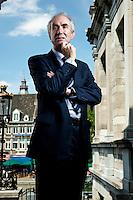 Nederland Maastricht 17-06-2009 Gerardus Bernardus Maria (Gerd) Leers (Kerkrade, 12 juli 1951) is een Nederlands politicus voor het CDA. Hij was van 4 september 1990 tot 1 februari 2002 lid van de Tweede Kamer-fractie van die partij en van 1 februari 2002 tot 14 januari 2010 burgemeester van Maastricht. Hier op het bordes van het stadhuis in Maastricht Marco Hofste / Hollandse Hoogte.Maastricht Netherlands Bernardus Gerardus Maria (Gerd) Leers (Kerkrade, July 12, 1951) is a Dutch politician for the CDA. He was on 4 September 1990 to February 1, 2002 member of the House fraction of that party and from 1 February 2002 to January 14, 2010 Mayor of Maastricht. Here on the steps of city hall in Maastricht Marco Hofste / Hollandse Hoogte