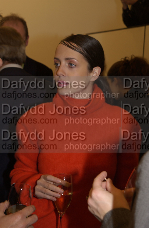 giselle Roman. Robert Doisneau exhibition preview. Hamiltons. 20 November 2001. © Copyright Photograph by Dafydd Jones 66 Stockwell Park Rd. London SW9 0DA Tel 020 7733 0108 www.dafjones.com