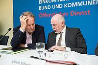 08 FEB 2018, BERLIN/GERMANY:<br /> Frank Bsirske (L), Vorsitzender ver.di, Ulrich Silberbach (R), Bundesvorsitzender dbb, nach einer Pressekonferenz der Dienstleistungsgewerkschaft ver.di und des Deutschen Beamtenbundes, dbb,  zur Einkommensrunde Bund un Kommunen im &Ouml;ffentlichen Dienst, Hotel Melia<br /> IMAGE: 20180208-01-055<br /> KEYWORDS: Gespr&auml;ch