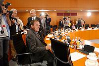 """16 JUN 2003, BERLIN/GERMANY:<br /> Gerhard Schroeder, SPD, Bundeskanzler, vor Beginn der Gespraechs mit Teilnehmers des  Runden Tisches """"Medien gegen Gewalt"""", Internationaler Konferenzsaal, Bundeskanzleramt <br /> IMAGE: 20030616-03-015<br /> KEYWORDS: Gerhard Schröder"""