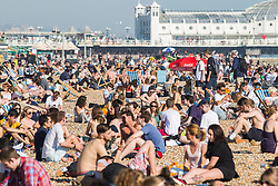 © Licensed to London News Pictures. 19/04/2018. Brighton, UK. Members of the public take to the beach in Brighton and Hove in the hottest day of the year so far as temperatures in Brighton and Hove equal Sydney, Australia. Photo credit: Hugo Michiels/LNP