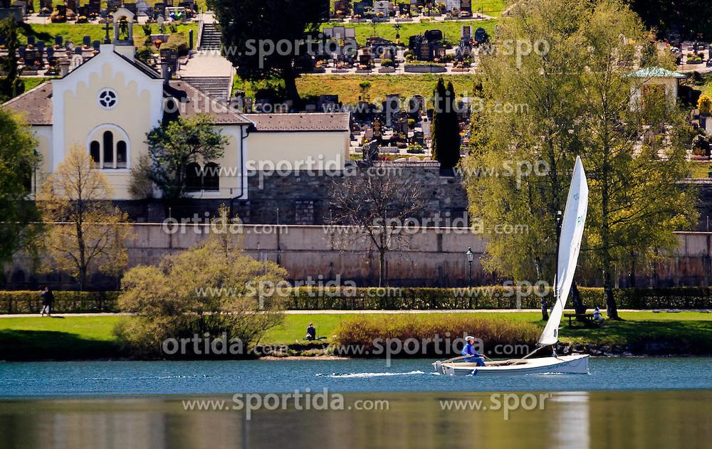 THEMENBILD - ein Mann mit einem Segelboot, aufgenommen am 30. April 2016, am Zeller See, Zell am See, Oesterreich // a man on a sailboat at the Lake Zell, Zell am See, Austria on 2016/04/30. EXPA Pictures © 2016, PhotoCredit: EXPA/ JFK