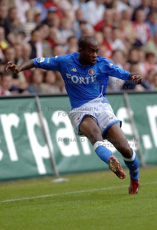 17-09-2006 VOETBAL: PSV - FEYENOORD: EINDHOVEN <br /> PSV verslaat in eigen huis Feyenoord met 2-1 / Dwight Tiendalli<br /> &copy;2006-WWW.FOTOHOOGENDOORN.NL