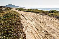 Estrada de terra na Praia Grande. São Francisco do Sul, Santa Catarina, Brasil. / <br /> Unsealed road at Praia Grande (Long Beach). São Francisco do Sul, Santa Catarina, Brazil.