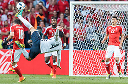 19.06.2016, Stade Pierre Mauroy, Lille, FRA, UEFA Euro, Frankreich, Schweiz vs Frankreich, Gruppe A, im Bild Admir Mehmedi (SUI), Adil Rami (FRA) // Admir Mehmedi (SUI), Adil Rami (FRA) during Group A match between Switzerland and France of the UEFA EURO 2016 France at the Stade Pierre Mauroy in Lille, France on 2016/06/19. EXPA Pictures © 2016, PhotoCredit: EXPA/ JFK