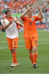 16-06-2006 VOETBAL: FIFA WORLD CUP: NEDERLAND - IVOORKUST: STUTTGART <br /> Oranje won in Stuttgart ook de tweede groepswedstrijd. Nederland versloeg Ivoorkust met 2-1/ <br /> ©2006-WWW.FOTOHOOGENDOORN.NL