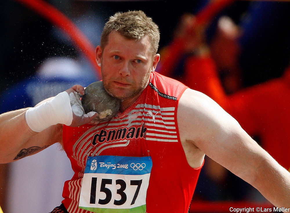 DK Caption: .20080815, Peking, Kina:  Beijing 2008 Olympic Games/Olympiske Lege. Atletik, Kuglestød, Joachim B. Olsen (Danmark) kvalifikationsrunde.Foto: Lars Møller.UK Caption: .20080815, Beijing, China:  Beijing 2008 Olympic Games/Olympiske Lege.  Athletics, Shot Put, Joachim B. Olsen(Danmark) Qualification.Photo: Lars Moeller