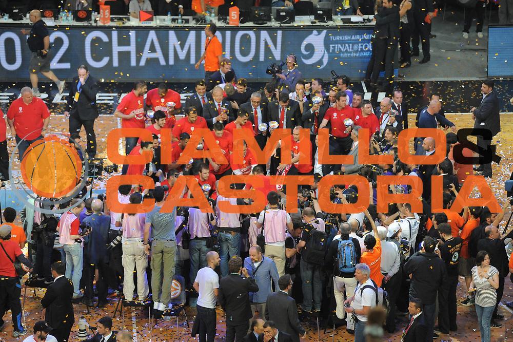 DESCRIZIONE : Istanbul Eurolega Eurolegue 2011-12 Final Four Finale Final CSKA Moscow Olympiacos<br /> GIOCATORE : team<br /> SQUADRA : Olympiakos<br /> CATEGORIA : esultanza<br /> EVENTO : Eurolega 2011-2012<br /> GARA : CSKA Moscow Olympiacos<br /> DATA : 13/05/2012<br /> SPORT : Pallacanestro<br /> AUTORE : Agenzia Ciamillo-Castoria/GiulioCiamillo<br /> Galleria : Eurolega 2011-2012<br /> Fotonotizia : Istanbul Eurolega Eurolegue 2010-11 Final Four Finale Final CSKA Moscow Olympiacos<br /> Predefinita :