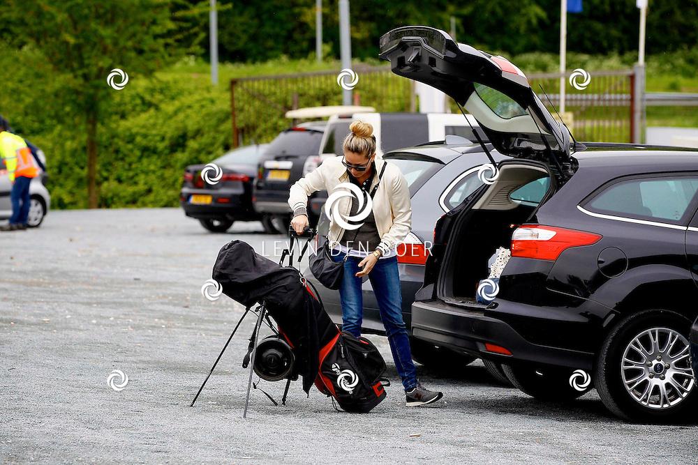 BADHOEVEDORP - De DON Masters is een celebrity golftoernooi, waarbij iedere flight bestaat uit 3 deelnemers en 1 bekende Nederlander. Het toernooi plaats op Golfclub The International. Met op de foto  Dominique van Hulst. FOTO LEVIN DEN BOER - PERSFOTO.NU
