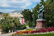Kurpark mit Casino, Baden bei Wien, Niederösterreich, Österreich .|.spa gardens and casino, Baden, Niederösterreich, Austria..