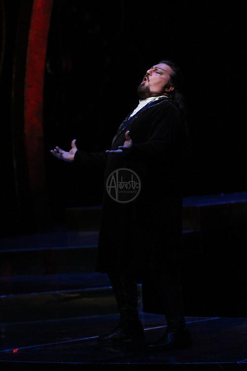 "Seattle Opera Turandot Gold Cast Dress  Antonello Palombi (Calaf). ""Nessun dorma"""