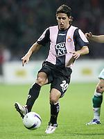 Fussball  UEFA Pokal  Halbfinale  Rueckspiel  Saison 2006/2007 Werder Bremen - Espanyol Barcelona              CORO (Barcelona), Einzelaktion am Ball
