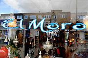 Prinses Maxima brengt een werkbezoek aan  Microfinancierings (MF)-ondernemerspunt Wijk in Bedrijf te Utrecht <br /> <br /> Op de foto: De Prinses bezoekt de winkel El Moro in Utrecht. De winkel isw gestart met een micro krediet. Princess Maxima takes a visit to microfinance (MF)-point business district in Utrecht in Business<br /> <br /> On the photo: The Princess visited the shop in El Moro Utrecht. The store has started a micro credit.