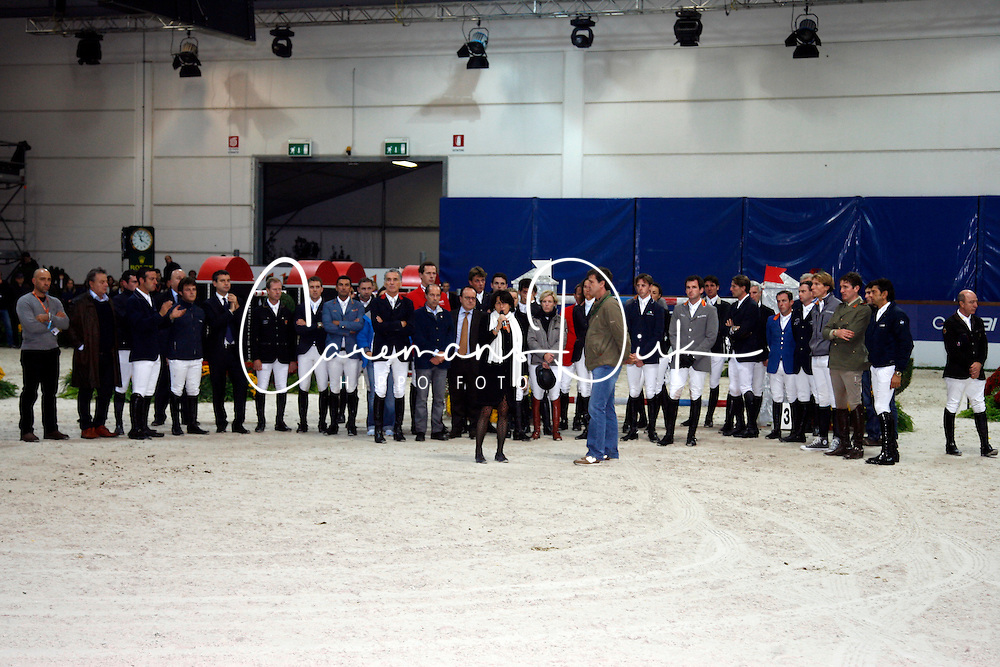 Organizers and riders together for farewell for Hickstead after he died after his round in de World Cup qualifier.<br /> CSI-W Verona 2011<br /> &Acirc;&copy; Hippo Foto - Beatrice Scudo