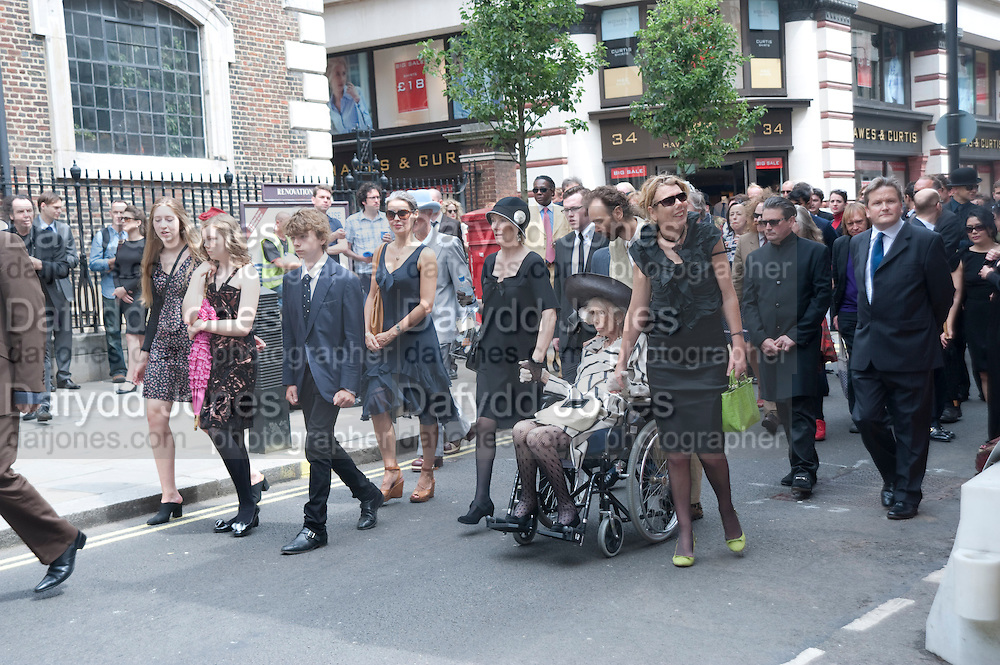 SEBASTIAN'S MOTHER VALERIE WALMSLEY HUNTER, Sebastian Horsley funeral. St. James's church. St. James. London afterwards in the church garden. July 1 2010. -DO NOT ARCHIVE-© Copyright Photograph by Dafydd Jones. 248 Clapham Rd. London SW9 0PZ. Tel 0207 820 0771. www.dafjones.com.