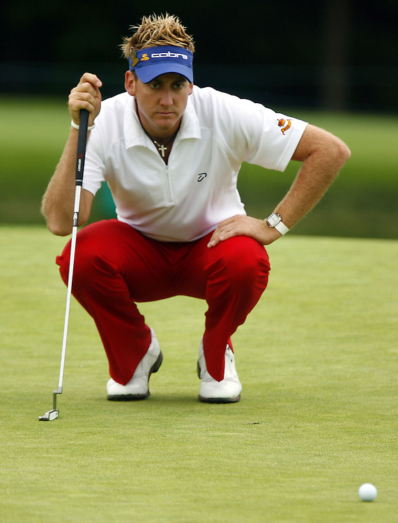 Ian Poulter of England lines up his putt on the thirteenth hole during the first day of the US Open Golf Championship at Winged Foot Golf Club in Mamaroneck, New York Thursday, 15 June 2006.