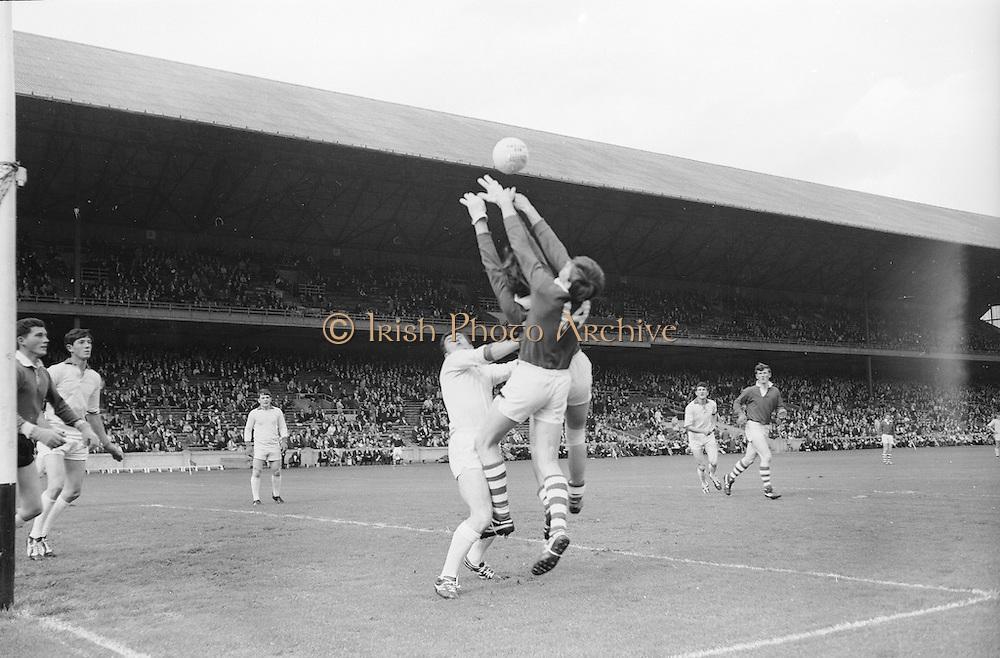 22/09/1968<br /> 09/22/1968<br /> 22 September 1968<br /> All Ireland Minor Football Final: Sligo v Cork at Croke Park Dublin. M. Doherty (14) Cork full forward gets his hands to the ball as he is tackled by R. Lipsett Sligo full back