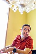 """BRUXELLES. 05/06/2014. PORTRAIT DE ANTONIO ARAUJO. METTEUR EN SCENE DE """"NE DITES PAS DES CHOSES QUE VOUS NE PENSEZ PAS DANS DES LANGUES QUE VOUS NE CONNAISSEZ PAS"""". PHOTO:PABLO GARRIGOS."""