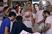 DESCRIZIONE : Campionato 2014/15 Serie A Beko Grissin Bon Reggio Emilia - Dinamo Banco di Sardegna Sassari Finale Playoff Gara7 Scudetto<br /> GIOCATORE : tifosi<br /> CATEGORIA : tifosi<br /> SQUADRA : Grissin Bon Reggio Emilia<br /> EVENTO : Campionato Lega A 2014-2015<br /> GARA : Grissin Bon Reggio Emilia - Dinamo Banco di Sardegna Sassari Finale Playoff Gara7 Scudetto<br /> DATA : 26/06/2015<br /> SPORT : Pallacanestro<br /> AUTORE : Agenzia Ciamillo-Castoria/GiulioCiamillo<br /> GALLERIA : Lega Basket A 2014-2015<br /> FOTONOTIZIA : Grissin Bon Reggio Emilia - Dinamo Banco di Sardegna Sassari Finale Playoff Gara7 Scudetto<br /> PREDEFINITA :
