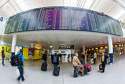 THEMENBILD - Airport Muenchen, Franz Josef Strauß (IATA: MUC, ICAO: EDDM), Der Flughafen Muenchen zählt zu den groessten Drehkreuzen Europas, rund 100 Fluggesellschaften verbinden ihn mit 230 Zielen in 70 Laendern, im Bild Passagiere auf den Weg zum Abflug Check-in // THEME IMAGE, FEATURE - Airport Munich, Franz Josef Strauss (IATA: MUC, ICAO: EDDM), The airport Munich is one of the largest hubs in Europe, approximately 100 airlines connect it to 230 destinations in 70 countries. picture shows: Passengers on the way to the departure check-in, Munich, Germany on 2012/05/06. EXPA Pictures © 2012, PhotoCredit: EXPA/ Juergen Feichter