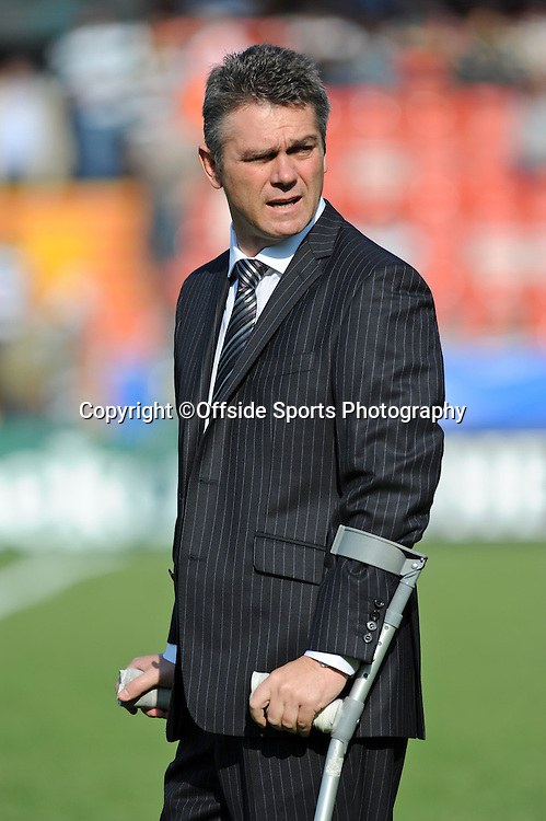 12/10/2008. Rugby Union. Heineken Cup, Pool 3. Leicester Tigers v Ospreys. Leicester Tigers head coach, Heyneke Meyer on crutches. Leicester, UK. Photo: Offside/Steve Bardens.
