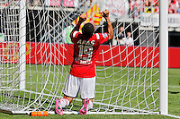 ALKMAAR - 23-08-15, AZ - Willem II, AFAS Stadion, teleurstelling bij AZ speler Dabney dos Santos Souza na een gemiste kans.