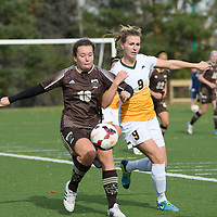 3rd year midfielder Nikita Senko (9) of the Regina Cougars in action during the Women's Soccer Home Game on October 15 at U of R Field. Credit: Arthur Ward/Arthur Images