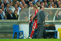 MARSEILLE, FRANCE - Tuesday, September 16, 2008: Liverpool's manager Rafael Benitez shakes hands with substituted Fernando Torres against Olympique de Marseille during the opening UEFA Champions League Group D match at the Stade Velodrome. (Photo by David Rawcliffe/Propaganda)