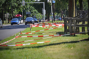 Nederland, Nijmegen, 19-7-7-2017Rode afzetlinten op de Sint Annastraat voor de intocht van de vierdaagse van vrijdag.Traditiegetrouw is ook op de st. annastraat, de via gladiola, het landjepik weer begonnen . Met linten en oude stoelen of banken wordt een plekje voor de intocht vastgelegd . Zaterdag gaan de zomerfeesten in de stad van start en vanaf dinsdag de lopers aan de vierdaagse Foto: Flip Franssen