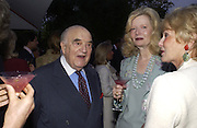 Lord and Lady Weidenfeld, Cartier Flower show dinner, Chelsea Physic garden, 24 May 2004. ONE TIME USE ONLY - DO NOT ARCHIVE  © Copyright Photograph by Dafydd Jones 66 Stockwell Park Rd. London SW9 0DA Tel 020 7733 0108 www.dafjones.com